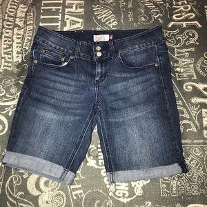 Juniors SO 2 button Bermuda shorts